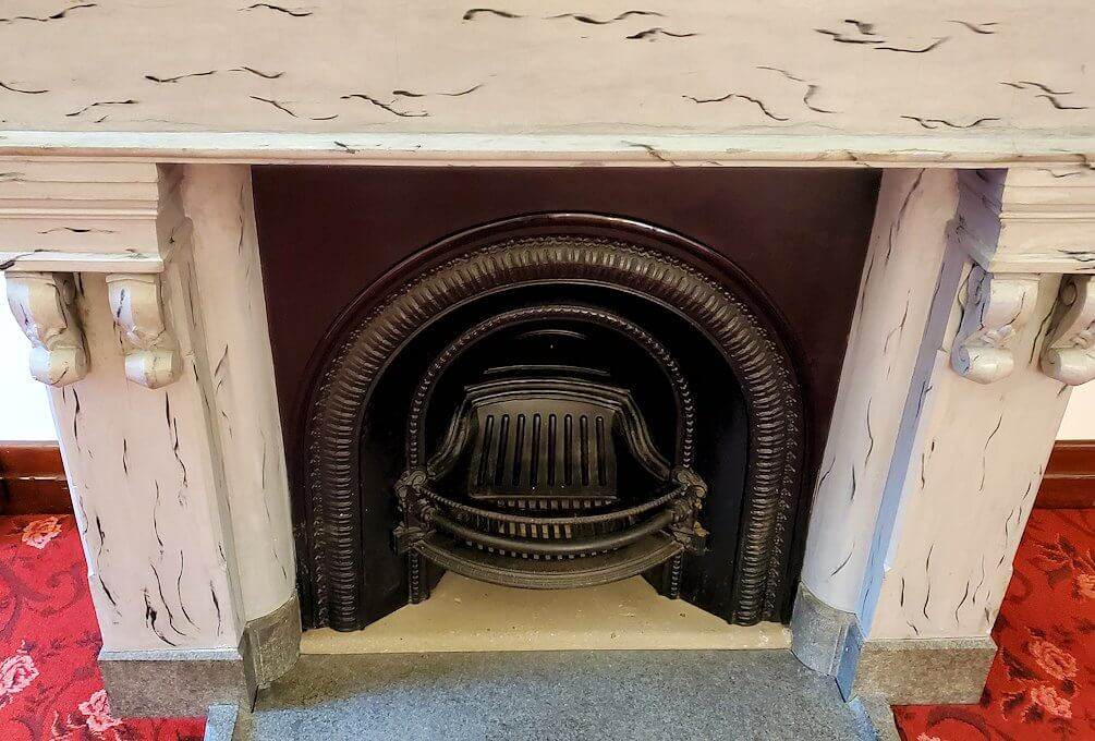 豊平館の広間の暖炉