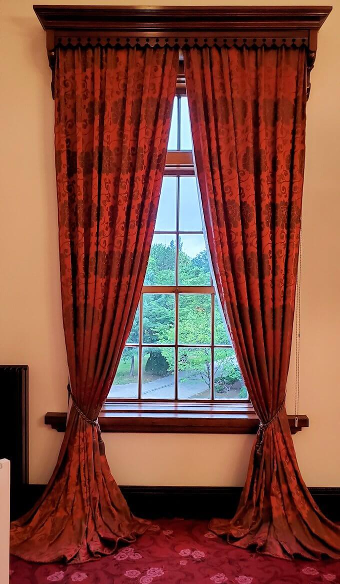 豊平館の広間のカーテン