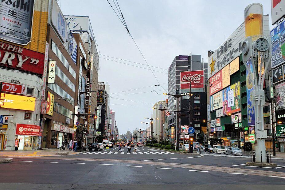 札幌市内を循環する路面電車でススキノへ向かう