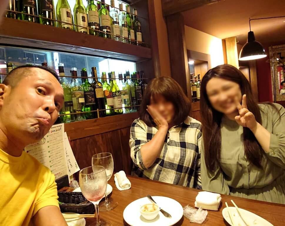 「ビストロます家 札幌店」で記念撮影
