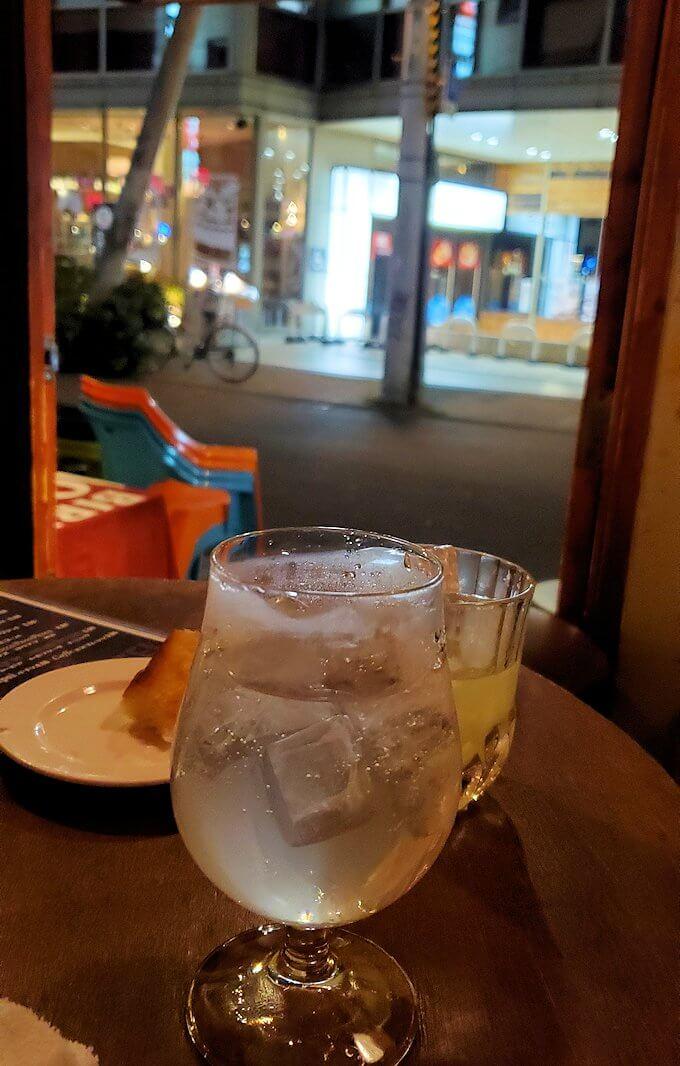 「バール TUTTI」で飲む景色