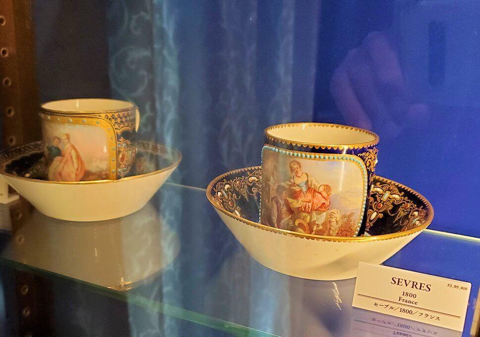 【チョコトピアハウス】博物館に展示されている、レトロな器