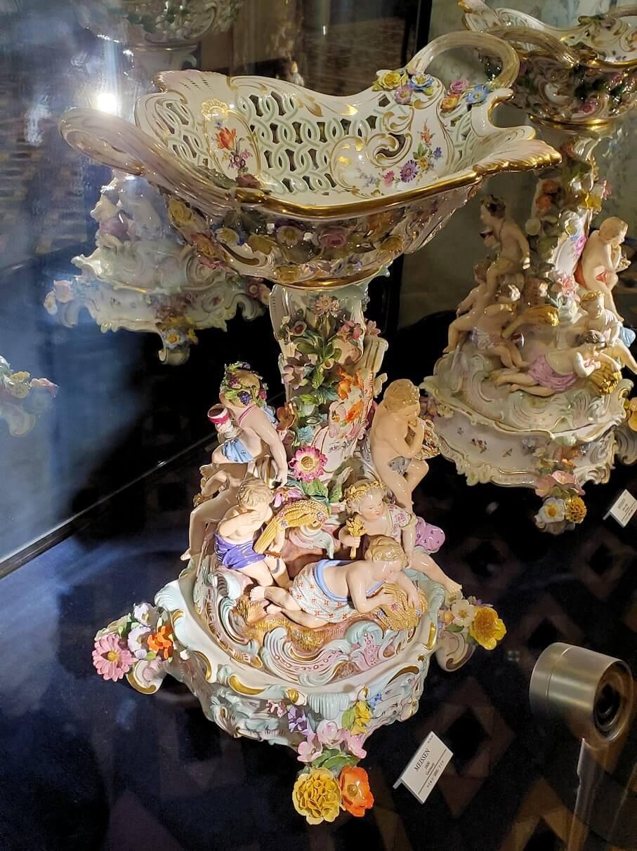 【チョコトピアハウス】博物館に展示されている、レトロな器1