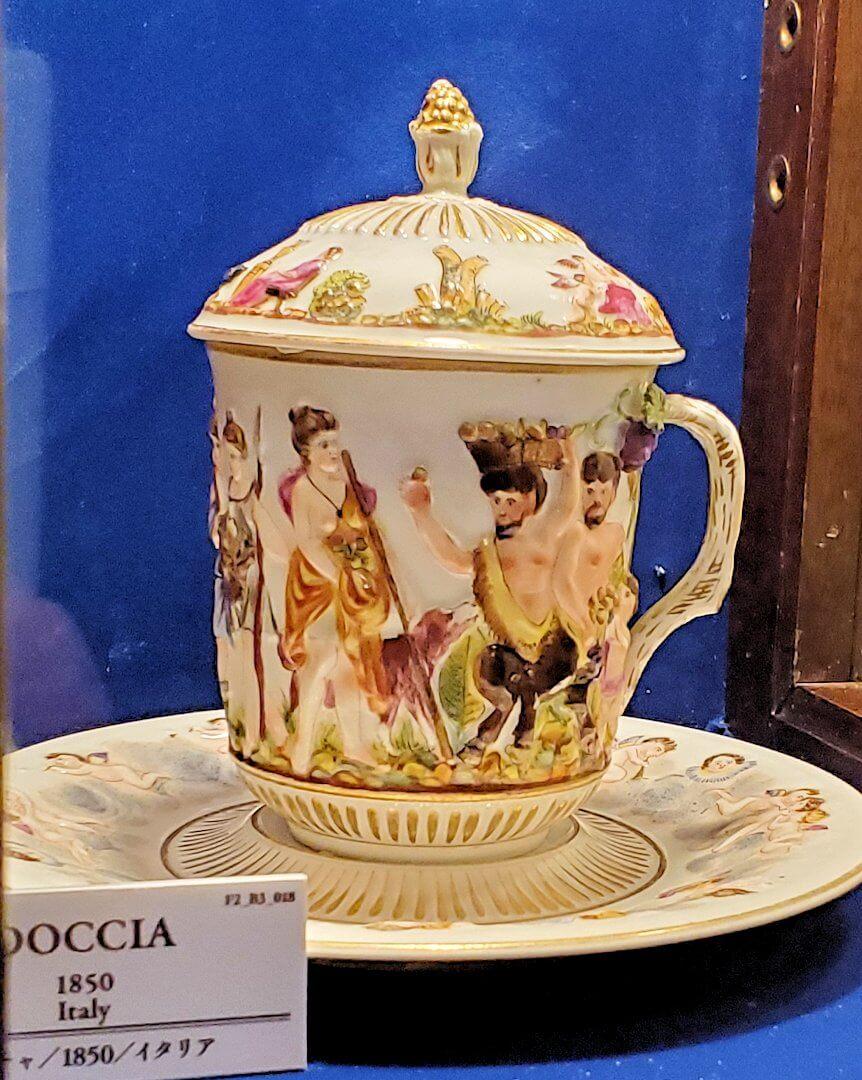 【チョコトピアハウス】博物館に展示されている、レトロな器5