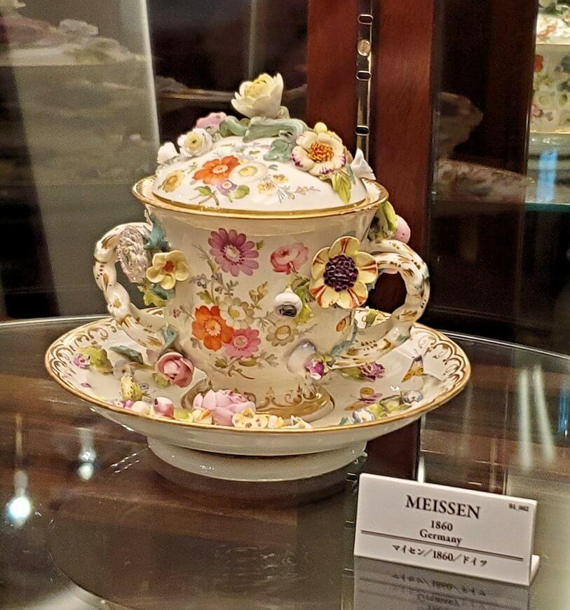 【チョコトピアハウス】博物館に展示されている、レトロな器8