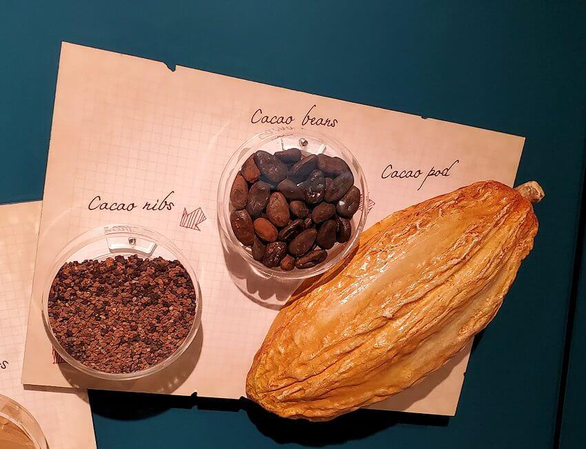 チョコトピアファクトリーの壁にあった展示