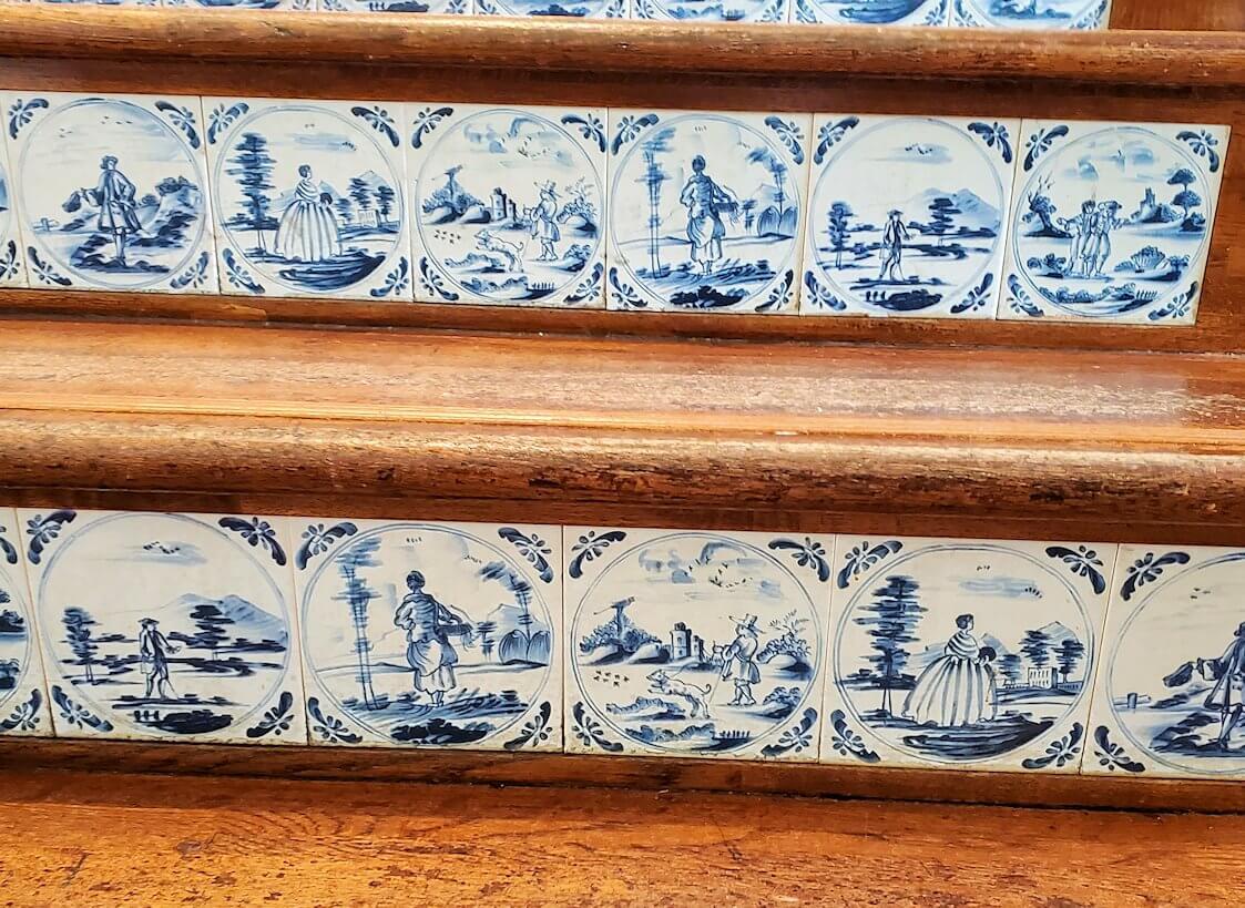 チョコトピアファクトリーの階段を登る2
