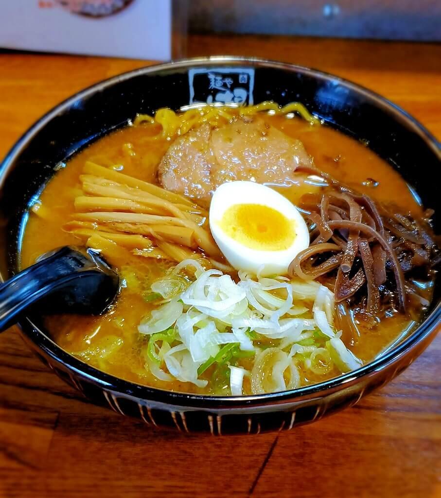 宮の沢駅近くのラーメン屋「麺や六根」で食べた味噌ラーメン
