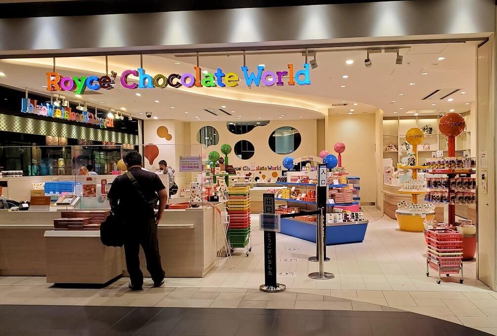 新千歳空港のロイスチョコレートのブースの売店