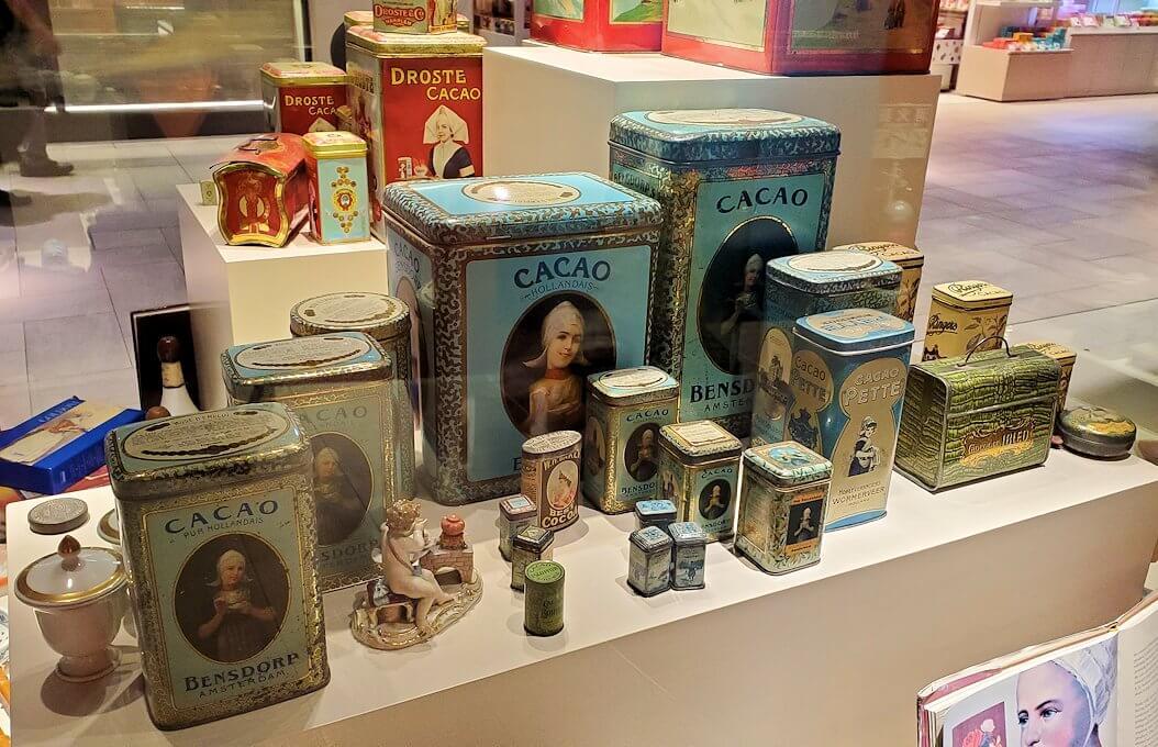 新千歳空港のロイスチョコレート:ブースに展示されている品々を見学