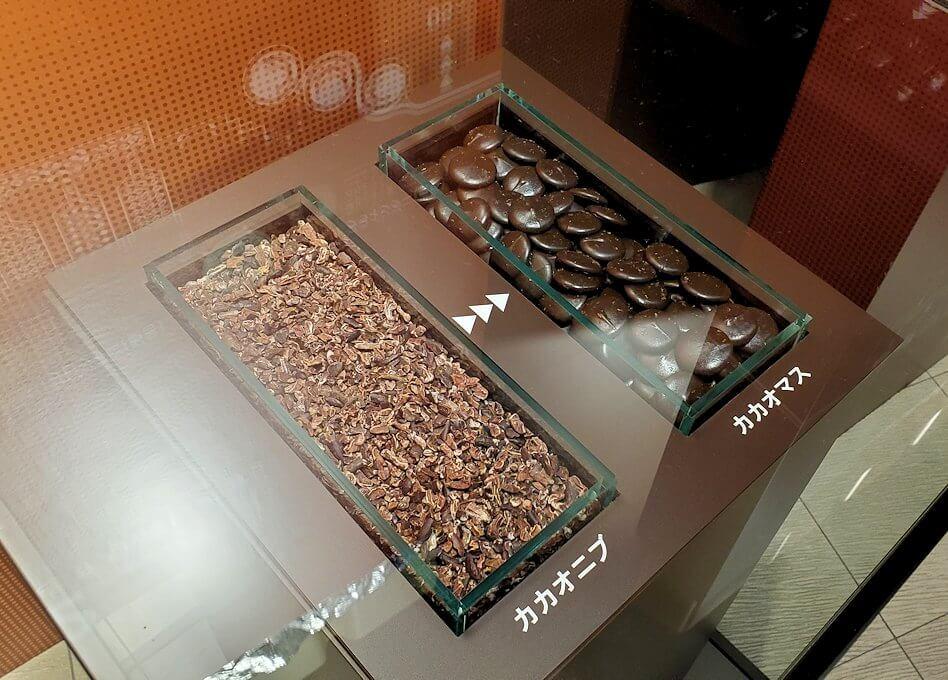 ロイスチョコレート:ブースに展示されている、チョコレートの出来上がるまでの説明4