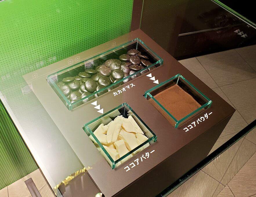 ロイスチョコレート:ブースに展示されている、チョコレートの出来上がるまでの説明10