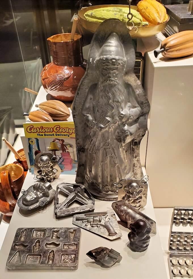 ロイスチョコレート:ブースに展示されている、チョコレート関連の展示物1