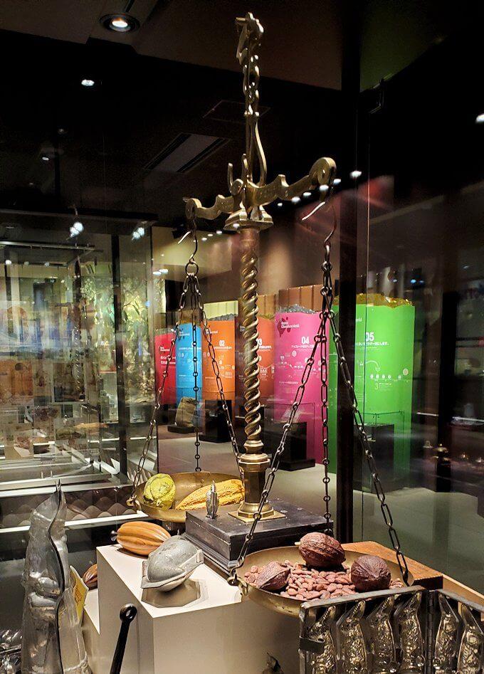ロイスチョコレート:ブースに展示されている、チョコレート関連の展示物2