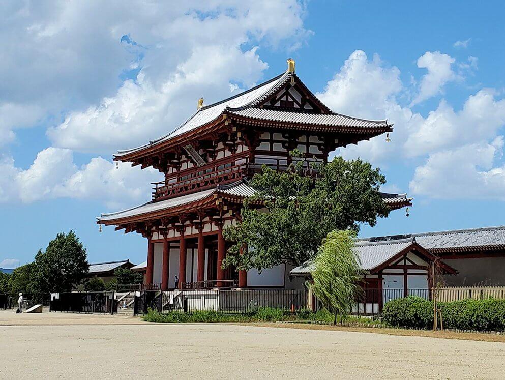 奈良の平城京跡にある朱雀門