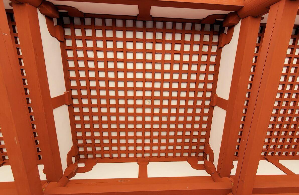 奈良の平城京跡にある朱雀門の天井