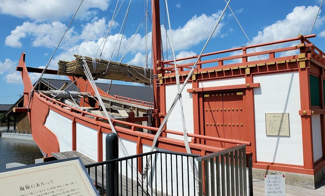 平城京跡にある遣唐使船の写真2