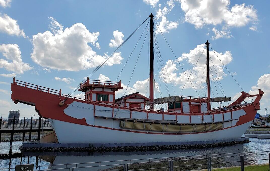 平城京跡にある遣唐使船の景色