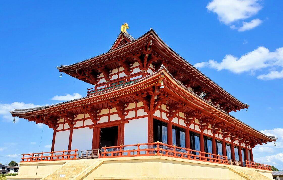 平城京跡の第1次大極殿正面斜めからの写真