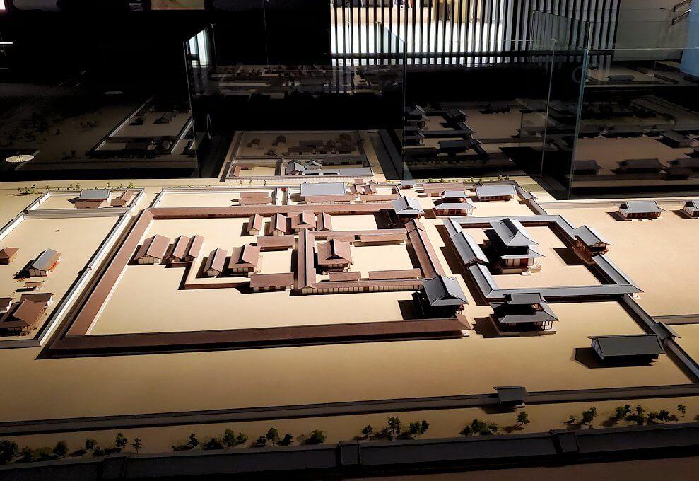 朱雀門広場「いざない館」内の展示模型