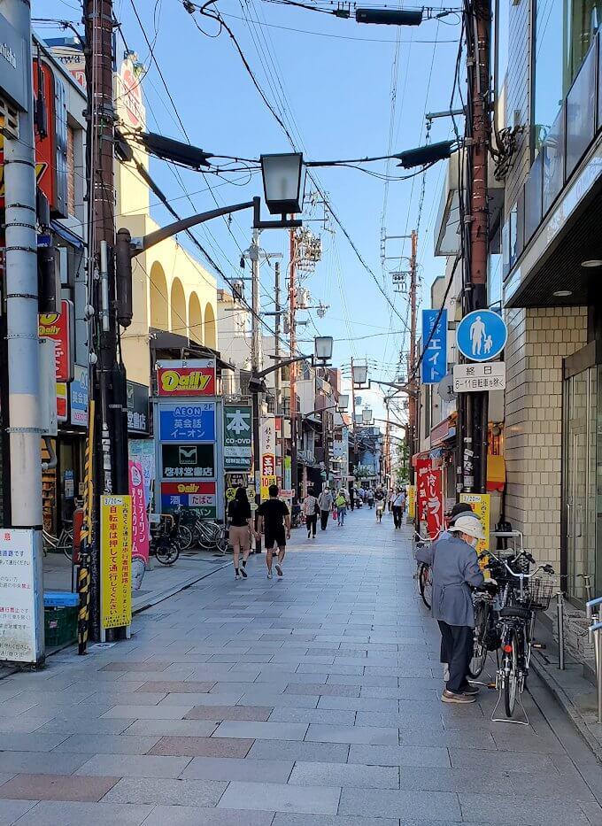 奈良駅の商店街にて