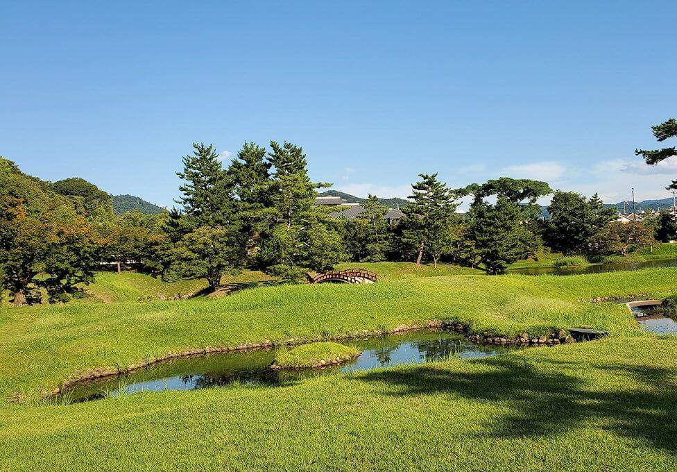 奈良ホテルの裏門側にある日本庭園の景色