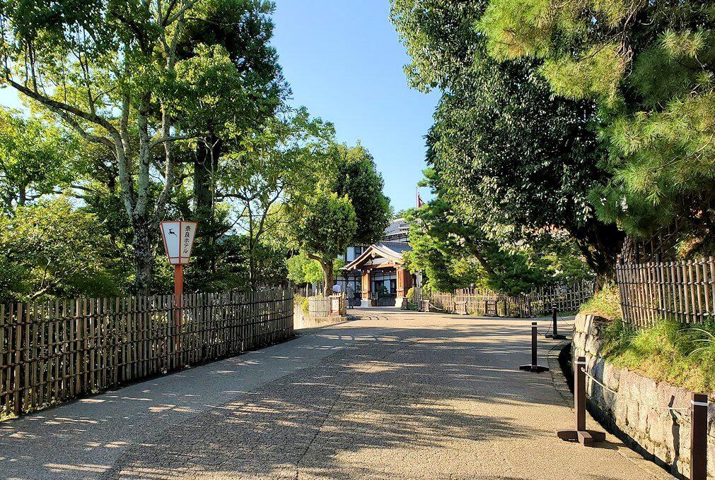 奈良ホテルへの通用門