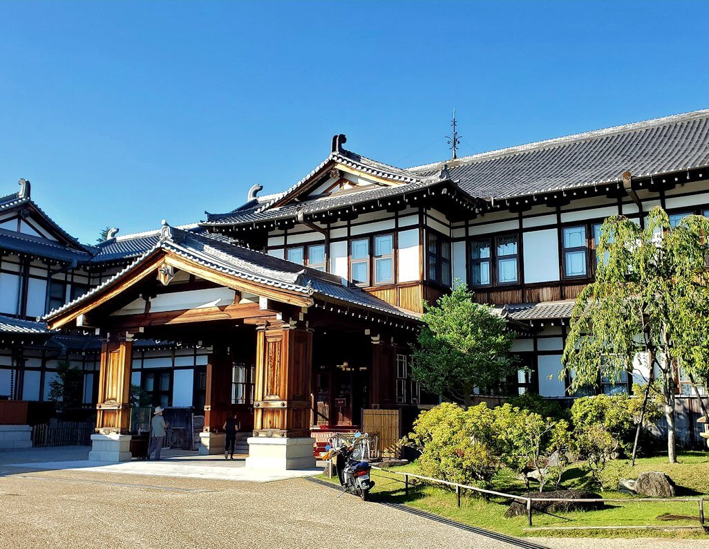 奈良ホテルの建物の正面