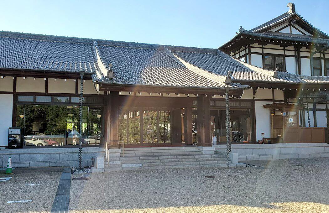 奈良ホテルの建物の正面側