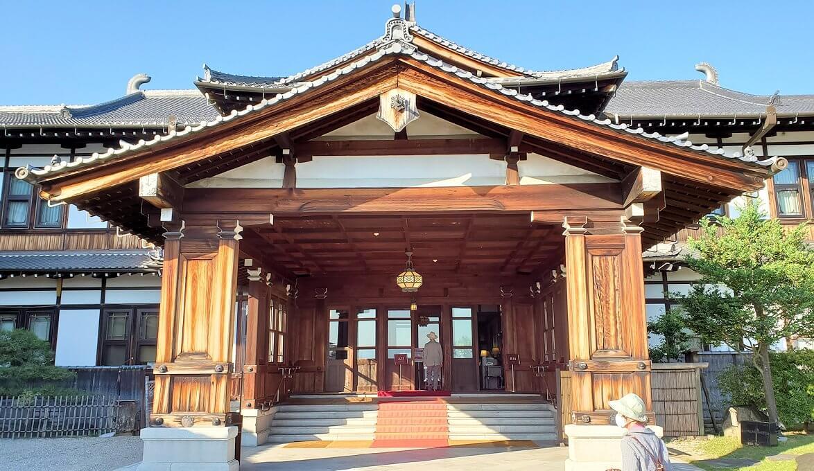 奈良ホテルの建物の正面入り口