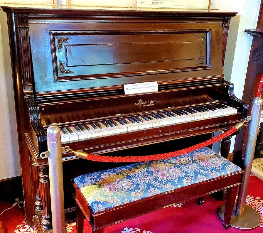 奈良ホテル内にあるアインシュタイン博士が弾いたというピアノ