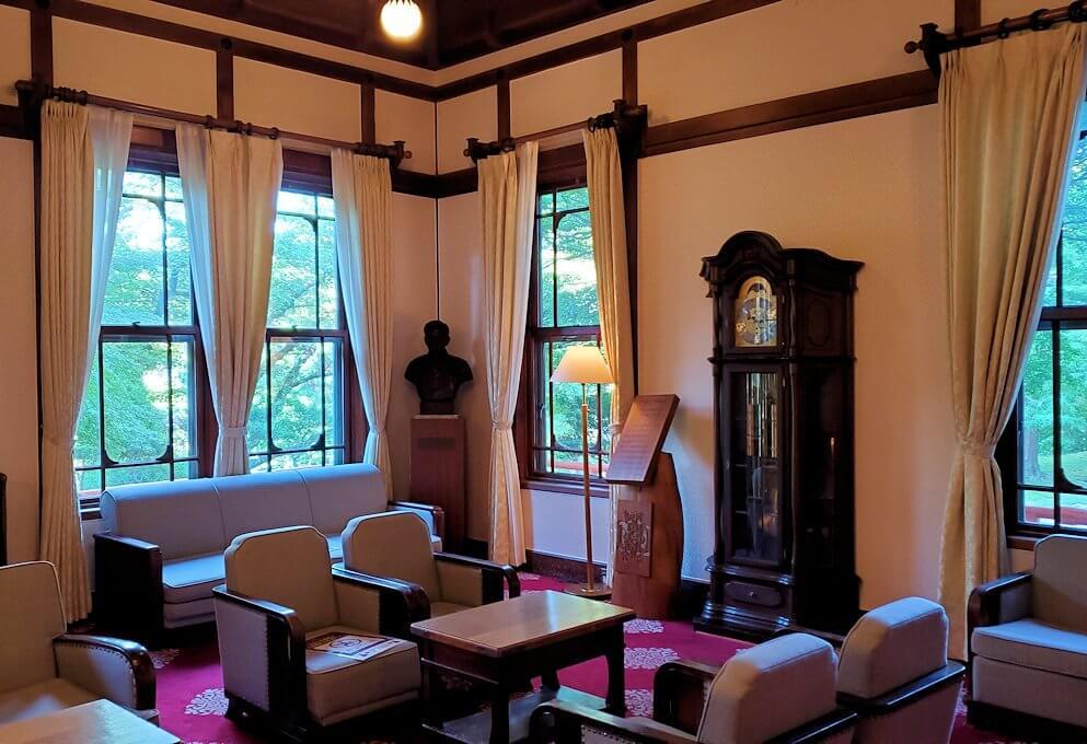 奈良ホテル内にある、待合室の部屋