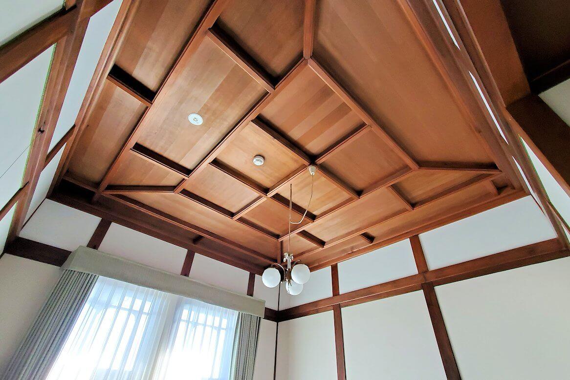 奈良ホテル本館の部屋の天井