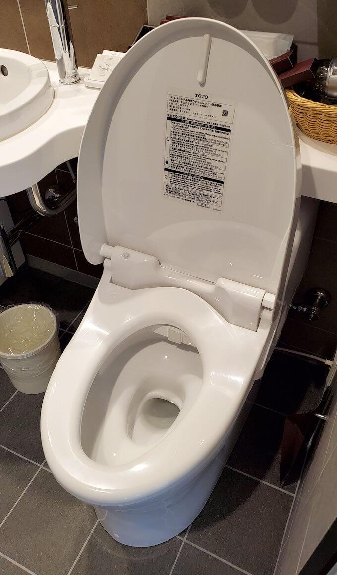 奈良ホテル本館の部屋のユニットバスのトイレ