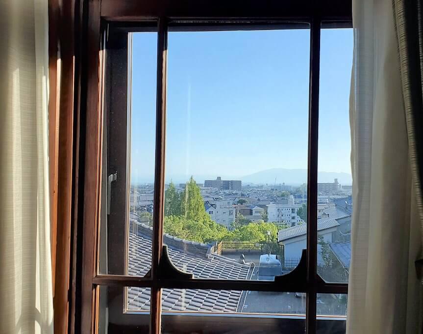 奈良ホテル本館の部屋の窓からの景色