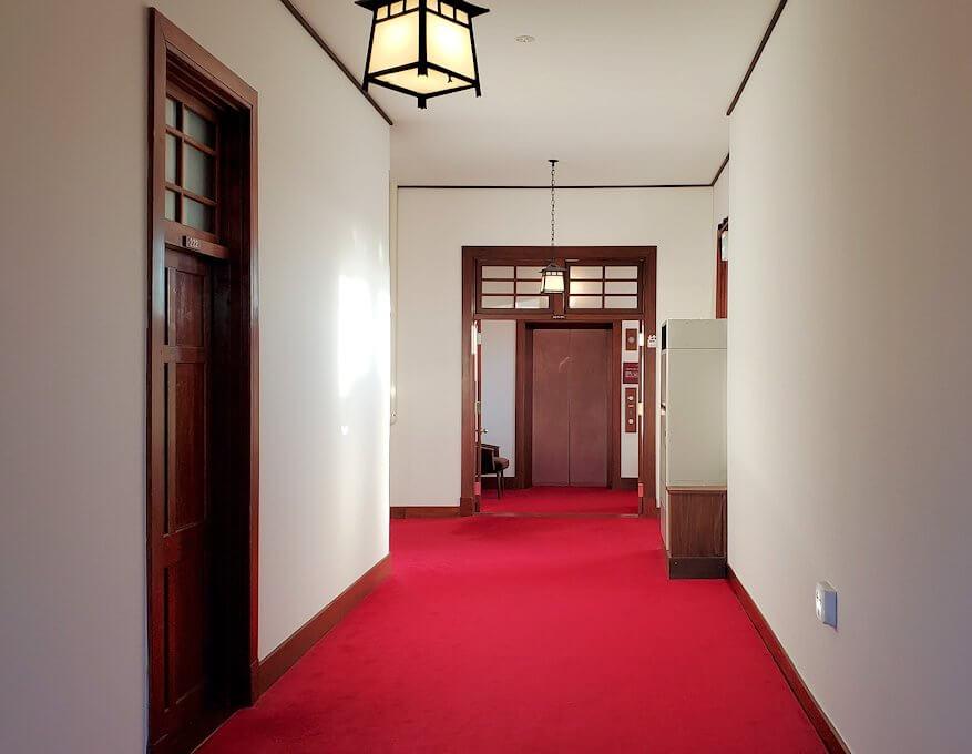 奈良ホテル本館の2階廊下