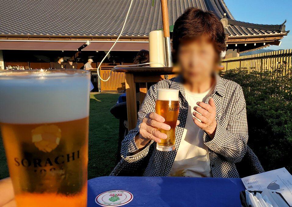 奈良ホテル:ビアテラスで出てきたビールで乾杯
