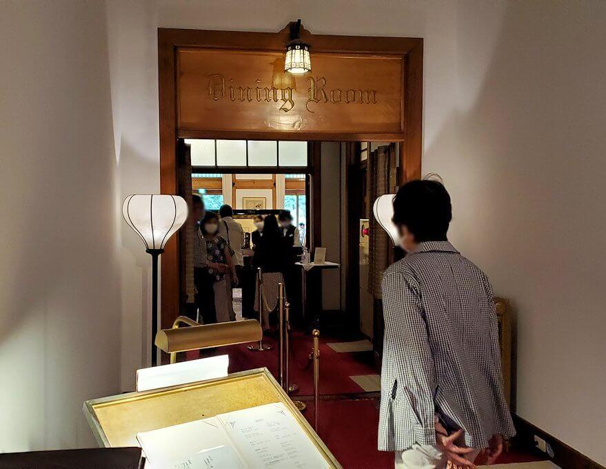 奈良ホテルメインダイニングルーム「三笠」の入口