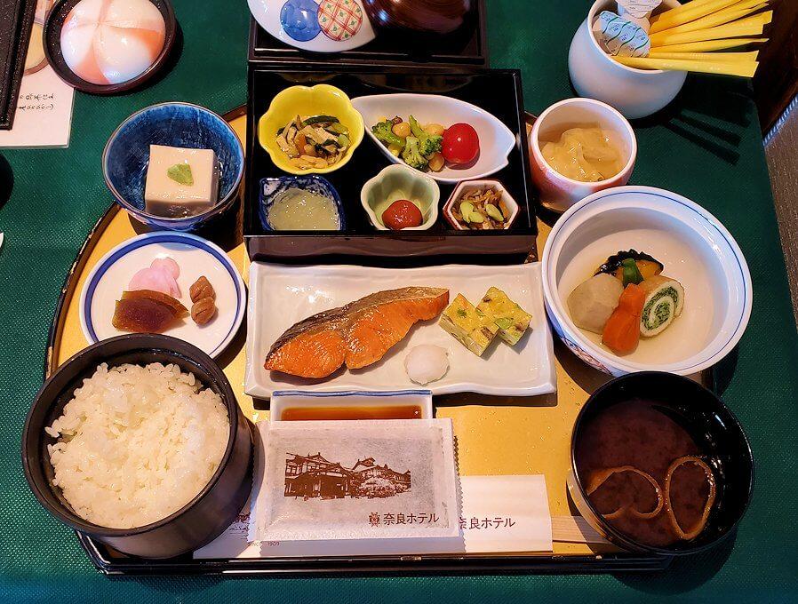 奈良ホテルメインダイニングルーム「三笠」で運ばれてきた和定食