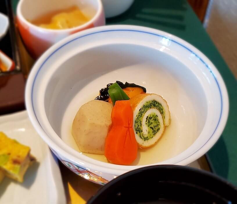奈良ホテルメインダイニングルーム「三笠」で運ばれてきた和定食のおかず