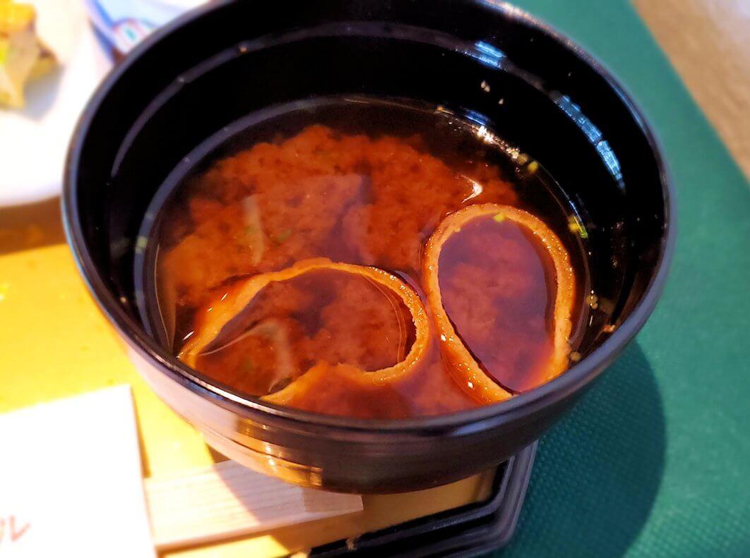 奈良ホテルメインダイニングルーム「三笠」で運ばれてきた和定食の味噌汁