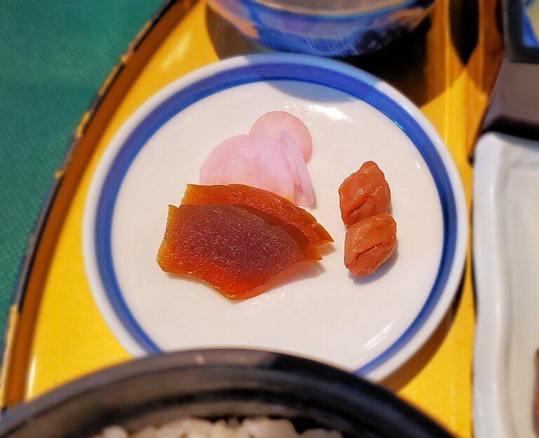 奈良ホテルメインダイニングルーム「三笠」で運ばれてきた和定食のたくあん