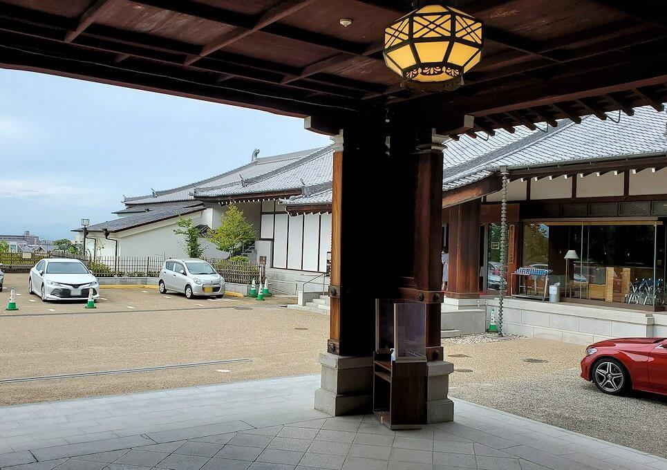 奈良ホテルの玄関1