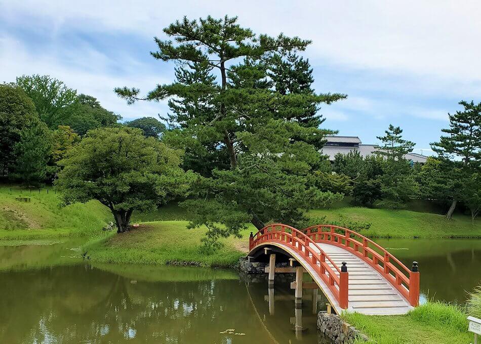 名勝「旧大乗院庭園」内の島