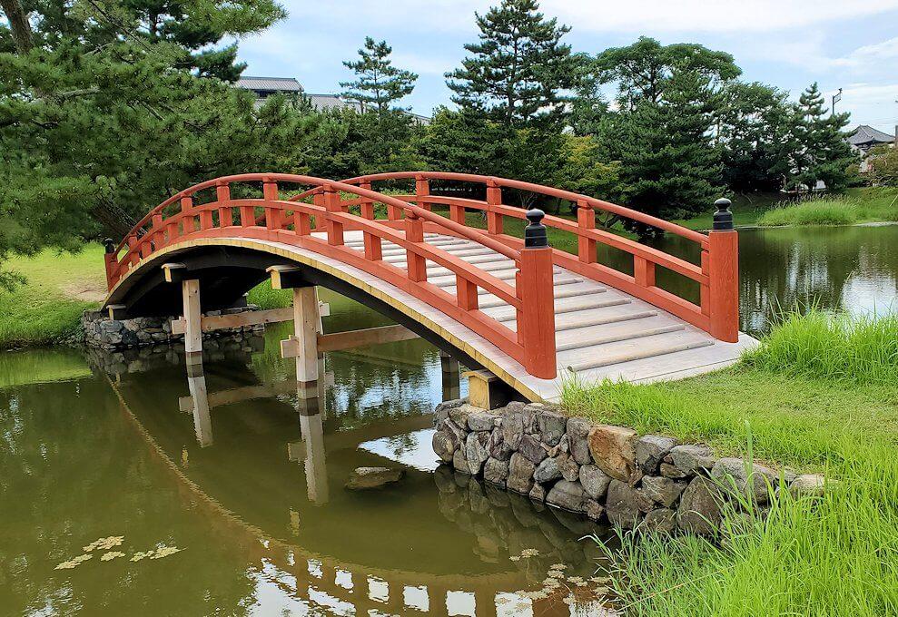 名勝「旧大乗院庭園」内の太鼓橋
