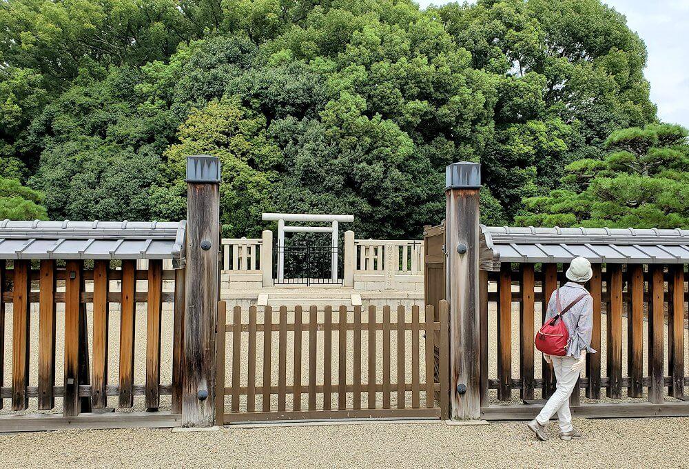 奈良駅近くの「春日率川坂上陵」