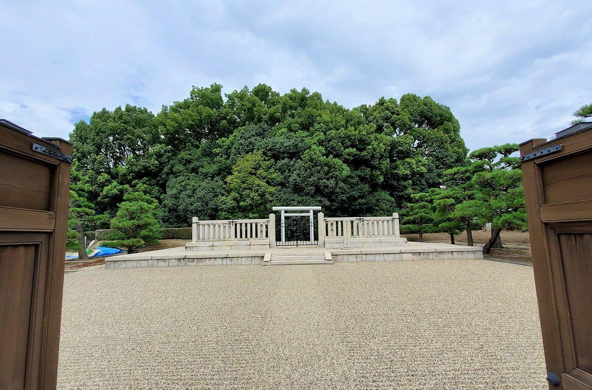 奈良駅近くの「春日率川坂上陵」1