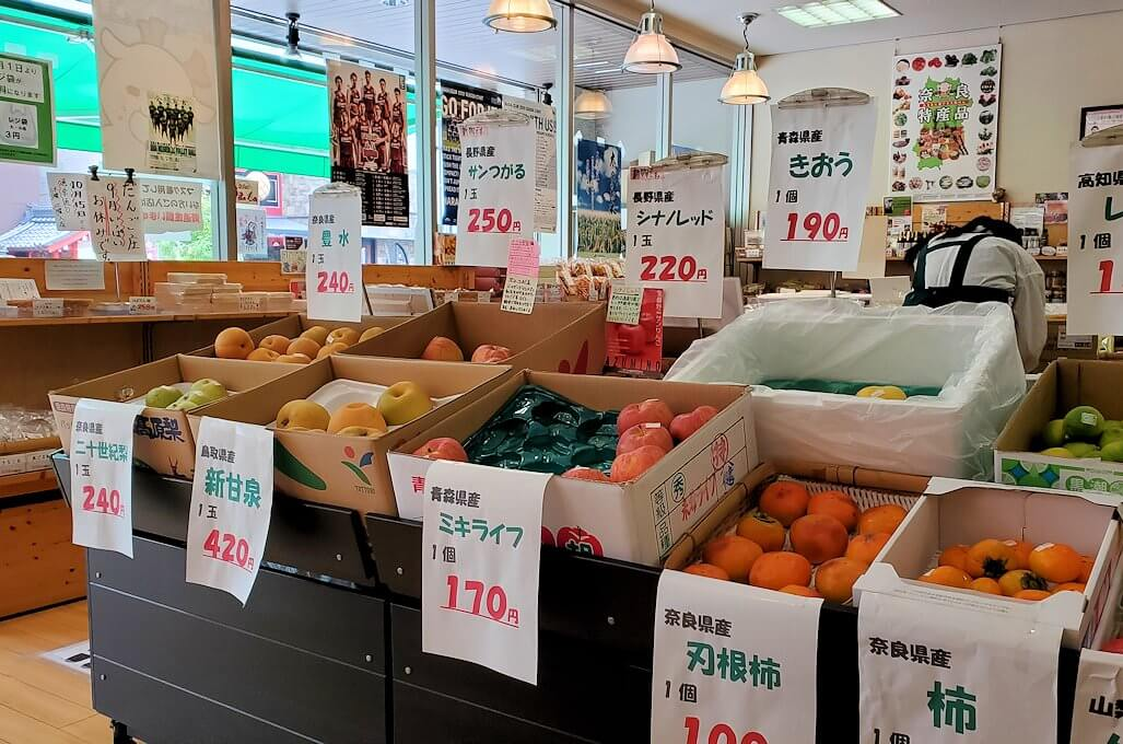 奈良駅近くのアンテナショップの店内