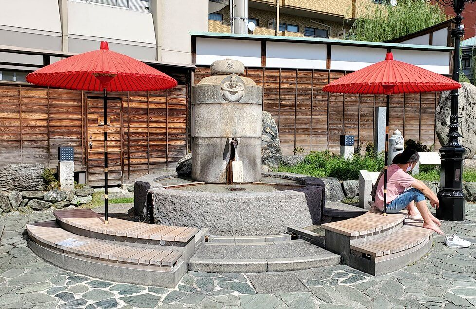 道後温泉正面の広場にある手湯