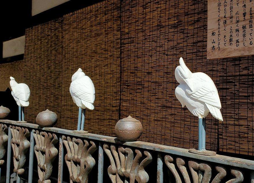 道後温泉本館脇に飾られている白鷺